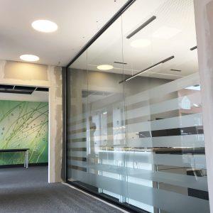 Moderne Büro Trennwand in schwarz